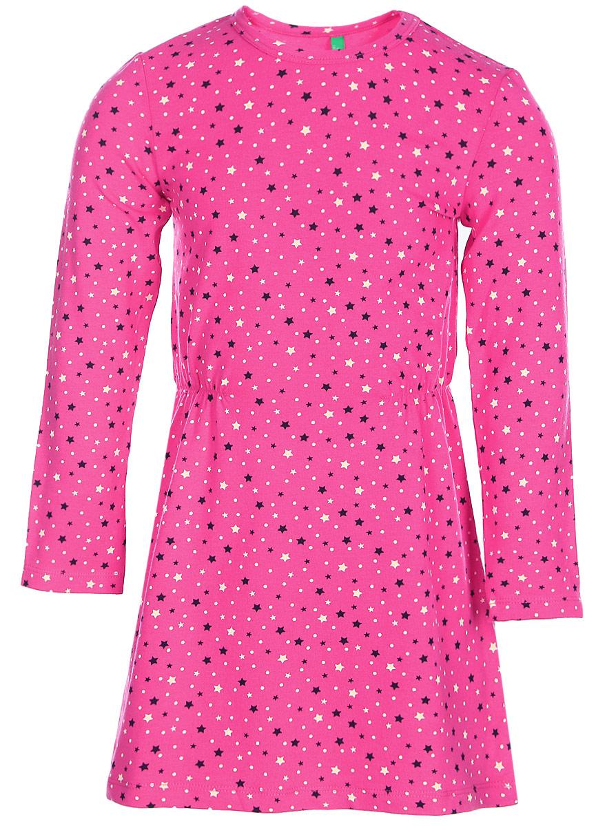 Платье для девочки United Colors of Benetton, цвет: розовый. 3DY2F12N6_920. Размер 903DY2F12N6_920Платье для девочки United Colors of Benetton выполнено из эластичного хлопка. Модель с круглым вырезом горловины и длинными рукавами оформлена оригинальным принтом.