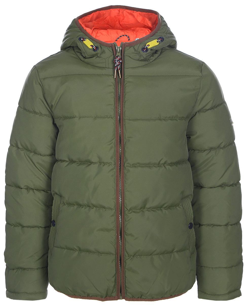 Теплая_куртка_для_мальчика_от_Tom_Tailor_выполнена_из_высококачественного_материала._Модель_с_капюшоном_и_длинными_рукавами_застегивается_на_молнию._По_бокам_куртка_дополнена_втачными_карманами.