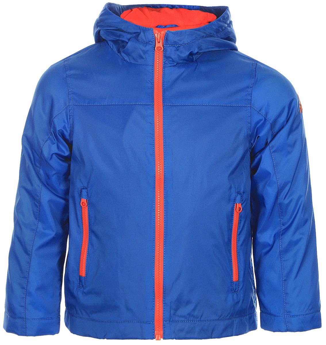 Куртка для мальчика United Colors of Benetton, цвет: синий. 2BL553AC0_33M. Размер 1302BL553AC0_33MКуртка для мальчика United Colors of Benetton выполнена из полиамида. Модель с капюшоном и длинными рукавами застегивается на застежку-молнию.