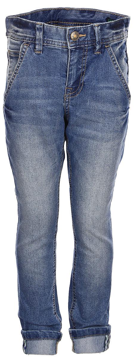 Джинсы для мальчика United Colors of Benetton, цвет: голубой. 4AUI57D00_902. Размер 1504AUI57D00_902Стильные джинсы, выполненные из комбинированного материала, отлично дополнят гардероб вашего ребенка. Джинсы на талии застегиваются на металлическую пуговицу и имеют ширинку на застежке-молнии, имеются шлевки для ремня. Модель с завышенной посадкой на талии спереди дополнена двумя втачными карманами, сзади двумя накладными.