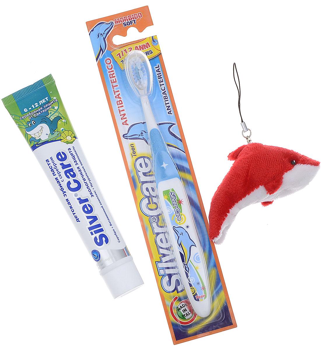 Silver Care Стоматологический набор для детей от 6 до 12 лет Мятный микс цвет щетки голубой26140_голубойЕсть такое хорошее английское выражение: родился с серебряной ложечкой во рту. И означает оно, что малыш появился на свет везучим и все у него сложится. Так пусть же ваши дети начинают и заканчивают день, заряжаясь положительной энергией и при этом избавляясь от всех бактерий в полости рта. Такую возможность дарит производитель детских зубных паст и щеток Silver Care. Компания одна из первых запатентовала такую новинку, как щетка с серебряным покрытием. Эффективность напыления была подтверждена исследованиями, проведенными в Миланском университете. Специалисты доказали: драгоценный металл на поверхности зубной щетки убивает бактерии, вызывающие кариес, заболевания и воспаления десен. Доказанная антибактериальная активность серебра стала основанием для создания зубных паст на основе серебра. Silver Care стоматологический набор для детей от 6 до 12 лет. В комплект входит:- антибактериальная зубная щетка Silver Care с 7 до 12 лет; - зубная паста Silver Care с серебром от 6 до 12 лет с приятным мятным вкусом; - мягкая игрушка.Теперь повседневная чистка зубов превратится в увлекательный и познавательный процесс!УВАЖАЕМЫЕ КЛИЕНТЫ! Обращаем ваше внимание на возможные изменения в цветовом дизайне, связанные с ассортиментом продукции. Поставка осуществляется в зависимости от наличия на складе.