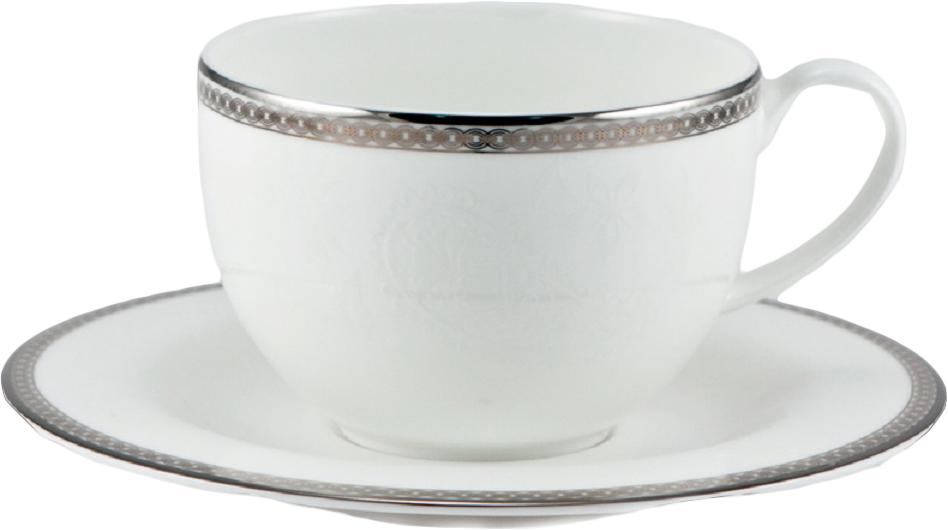 """Чайная пара Royal Bone China """"Серебряная вышивка"""" выполнена из высококачественного фарфора - материала, безопасного для здоровья и надолго сохраняющего тепло напитка. В наборе чашка и блюдце. Несмотря на свою внешнюю хрупкость, каждый из предметов набора обладает высокой прочностью и надежностью.    Изделия дополнены нежным серебристым декором. Оригинальный дизайн сделает этот набор изысканным украшением любого стола.  Объем чашки: 210 мл."""
