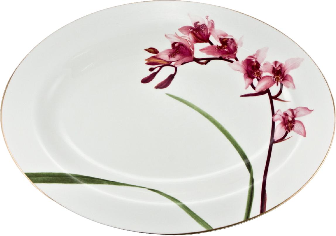 Блюдо для сладостей Royal Bone China Кумбидиум, диаметр 39 см20-632Блюдо для сладостей Royal Bone China Кумбидиум, изготовленное из костяного фарфора с содержанием костяной муки (45%), прекрасно впишется в интерьер вашей кухни и станет достойным дополнением к кухонному инвентарю. Основным достоинством изделий из костяного фарфора является абсолютно гладкая глазуровка. Такие изделия сочетают в себе изысканный вид с прочностью и долговечностью. Блюдо прекрасно подойдет для подачи тортов, пирогов, пирожных.Изысканное блюдо прекрасно подойдет для сервировки стола и придется по вкусу вашим гостям.Диаметр блюда: 39 см.