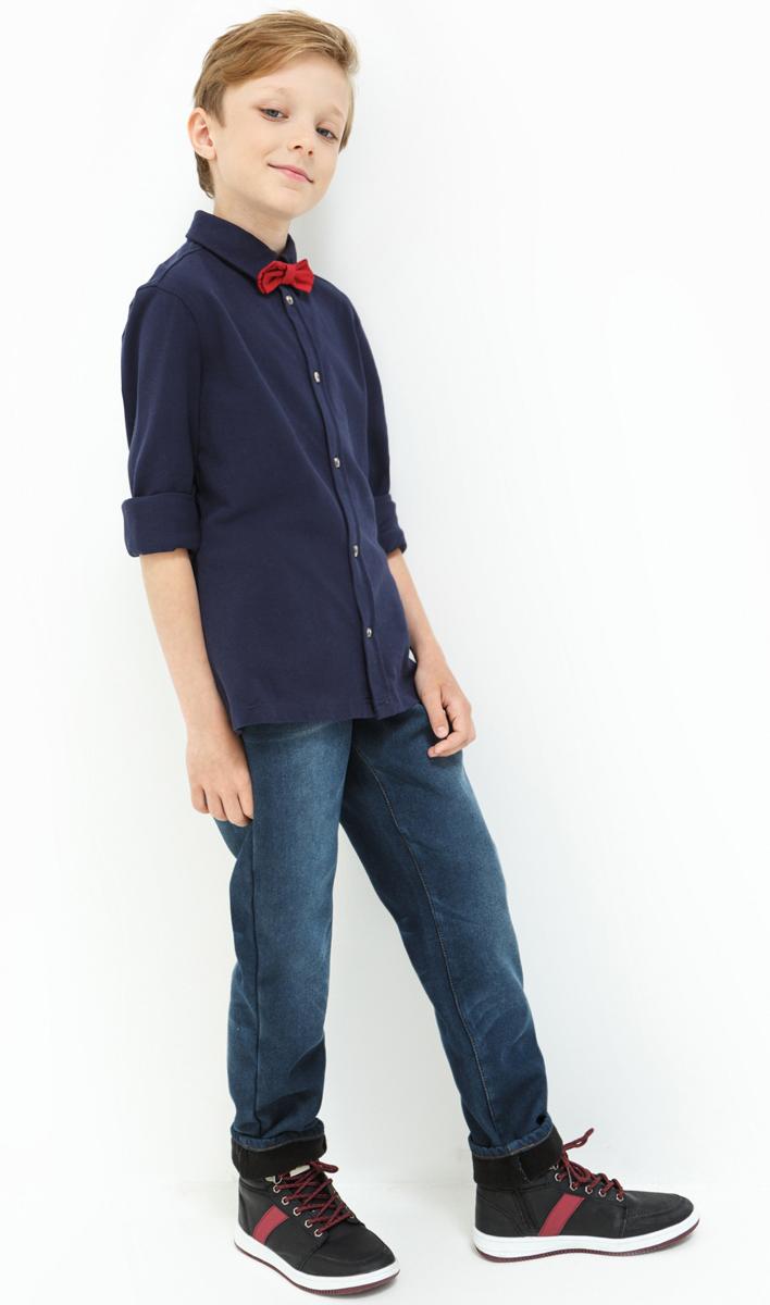 Джинсы для мальчика Acoola Smaug, цвет: синий. 20110160122_500. Размер 15820110160122_500Стильные джинсы для мальчика Acoola выполнены из натурального хлопка. Джинсы застегиваются на пуговицу в поясе и ширинку на застежке-молнии, имеются шлевки для ремня. Изделие дополнено спереди двумя врезными карманами и одним маленьким накладным кармашком, а сзади - двумя накладными карманами. Оформлена модель контрастной прострочкой и сзади на талии фирменной нашивкой.