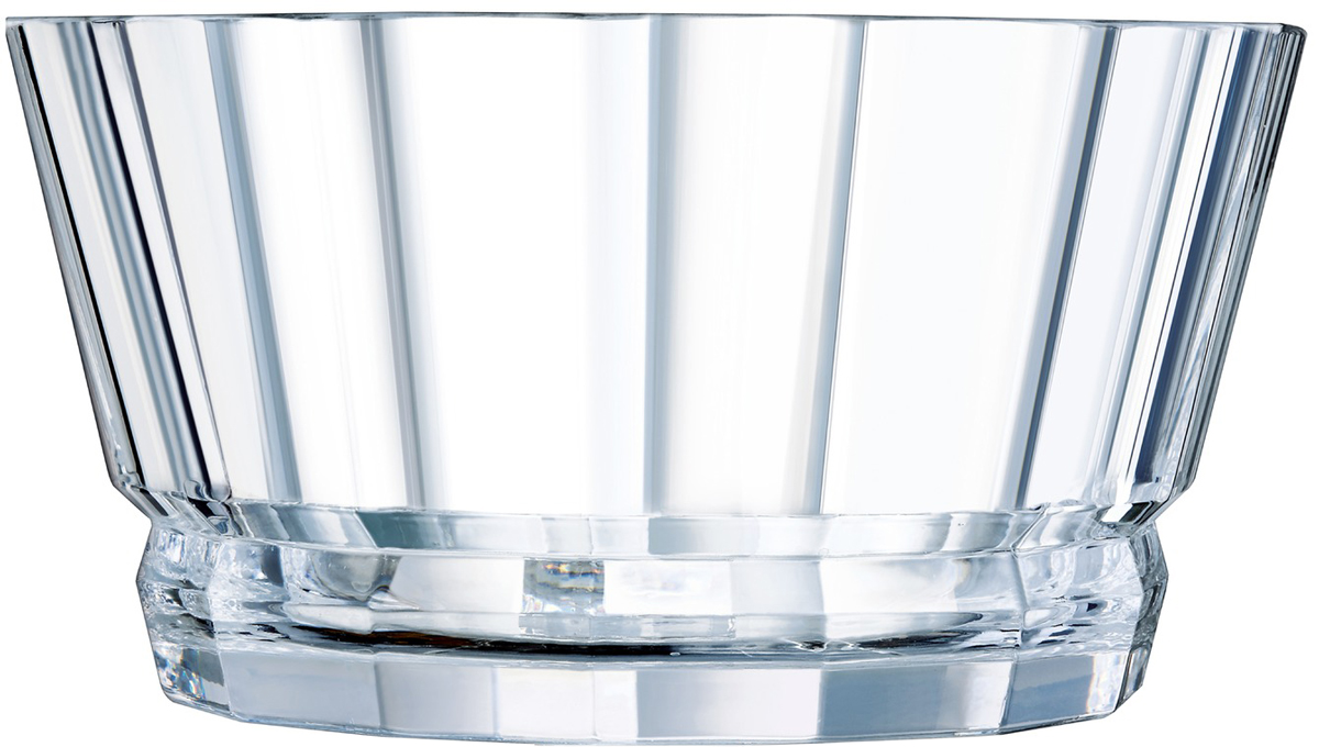 Салатник Cristal dArques Macassar, 22 см. L8168L8168Прямые грани и уникальный блеск коллекции Macassar переносят нас в мир высокой моды ар-деко. Вечные складки. Прямые бокалы из коллекции Macassar переносят нас в мир высокой моды ар-деко. Они выделяются изысканностью текучих складок от ножек до верха и единством симметричных линий. Как модницы безумных двадцатых, украшаясь тюрбанами и султанами, открывали свободу движения в мягкой драпировке, так бокалы в несравненном блеске хрусталя радуются свободе стиля и чистоте прямых и закругленных граней. Подобно тому, как современный кутюрье пересматривает вечные мотивы моды, эти текучие и геометрические скульптуры смело нарушают условности и утверждают смелость на вашем столе.