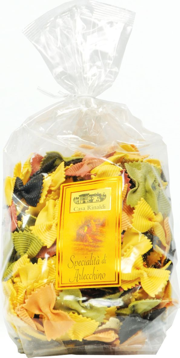 Casa Rinaldi Паста цветная Фарфалле Арлекино (бантики), 500 г0.1968.2977В Италии макаронные изделия разрешается изготавливать только из твердых сортов пшеницы (аналогично группе А в России). Твердые сорта пшеницы имеют большее содержание клейковины и меньшее содержание крахмала, чем мягкие. Изготовленные из них макароны имеют более низкий гликемический индекс. На качество пасты влияет время сушки и тип матрицы, которая задает форму макаронным изделиям. Срок сушки пасты Casa Rinaldi составляет около 12 часов, что в сочетании с бронзовыми фильерами придают нужную пасте пористость и шероховатость, необходимую для лучшего впитывания соуса. Для придания цвета и вкуса в пасту добавляют помидоры, и она приобретает красный цвет, шпинат (зеленый цвет), или чернила каракатицы (черный цвет)Лайфхаки по варке круп и пасты. Статья OZON Гид