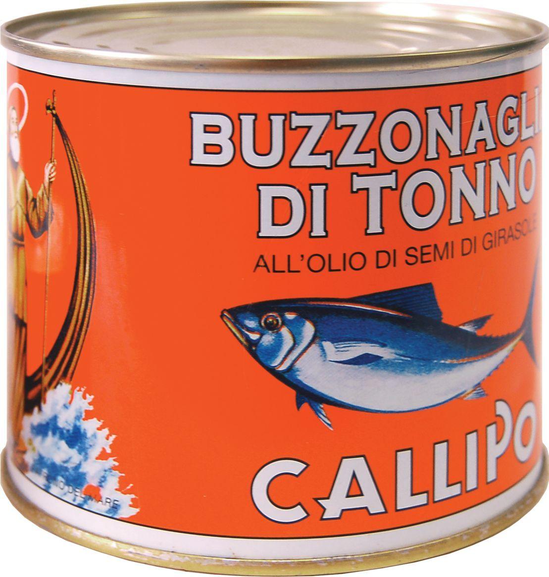 Callipo Тунец Буззональя в подсолнечном масле, 620 г0.2274.0055Тунец Роза Мария Бузональя в подсолнечном масле добавляют в салаты и сэндвичи, на его основе также готовят соусы к курице, мясу и пасте. В любом виде тунец сохраняет свой нежный и изысканный вкус. Тунец удивителен в том числе и тем, что при его разделке практически не бывает отходов. Любые части этой рыбы можно использовать в пищу. Так, бузональя — это часть тунца, темное мясо, прилегающее к позвоночнику рыбы и остающееся на нем после филирования. Бузональя консервируется мелкими «хлопьями», имеет яркий вкус и используется для приготовления соусов к пасте. Мясо тунца — богато фосфором, легко усваиваемыми белками, ненасыщенными жирными кислотами, витаминами A и B1, что делает его диетическим и здоровым продуктом. Это редкий виды рыбы, чьи полезные свойства не теряются при консервации. Хранить при t не выше +25°С. После вскрытия хранить при t от 0°С до +8С, желательно употребить в течение недели.
