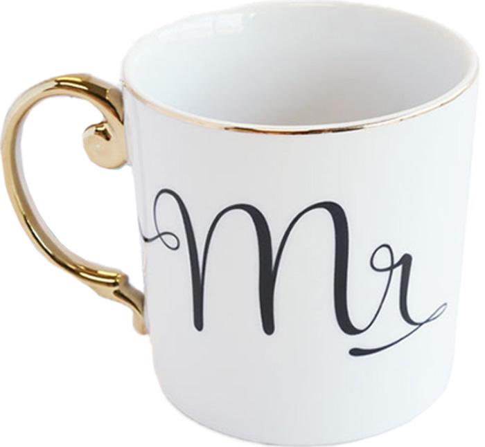 """Любовь повсюду, уверены дизайнеры бренда Rosanna - и доказывают это с помощью коллекции """"Love Is In The Air"""". Эта стильная кружка создана для того, чтобы радовать влюблённых, в том числе влюблённых в жизнь! Все предметы коллекции выполнены из настоящего фарфора, украшенного золотом, и каждый имеет свою неповторимую форму. Упаковка тоже имеет индивидуальный дизайн, поэтому такая посуда будет идеальным подарком.  Не рекомендуется использовать в микроволновой печи во избежание появления трещин."""