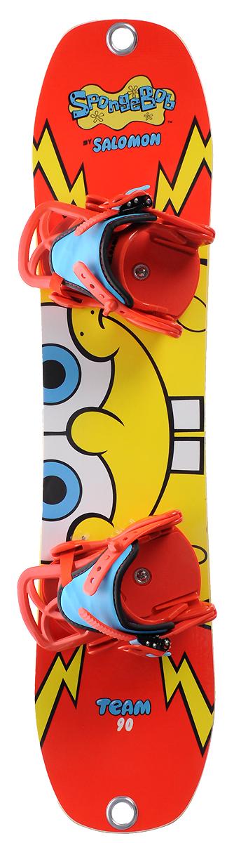 Сноуборд Salomon Team Package SpongeBob, 100 см. L37801200L37801200Сноуборд Salomon Team Package SpongeBob идеален для начинающих юных райдеров. Сноуборд снабжен отверстием в носовой части под ремешок, за который можно тянуть доску, помогая делать первые движения, и легкими креплениями с одним большим удобным стрепом и пластиковой баклей с легким ходом. Salomon Team Package - доска для прогрессирования начального уровня, мягкая и податливая. Благодаря плоскому прогибу и вогнутому скользяку, походящему на конкейв скейтборда, этот снаряд позволит быстро обучиться поворотам, прощая ошибки и облегчая маневрирование. Симметричная геометрия позволит определиться со стойкой и обучиться катанию в свиче, а легкий и упругий сердечник из древесины березы и осины добавит доске отзывчивости. Добавьте к этому отличную яркую графику и вы получите идеальный снаряд для целеустремленного юного райдера, готового достигать поставленных целей и не расставаться со своим любимым сноубордом.Как выбрать сноуборд. Статья OZON Гид