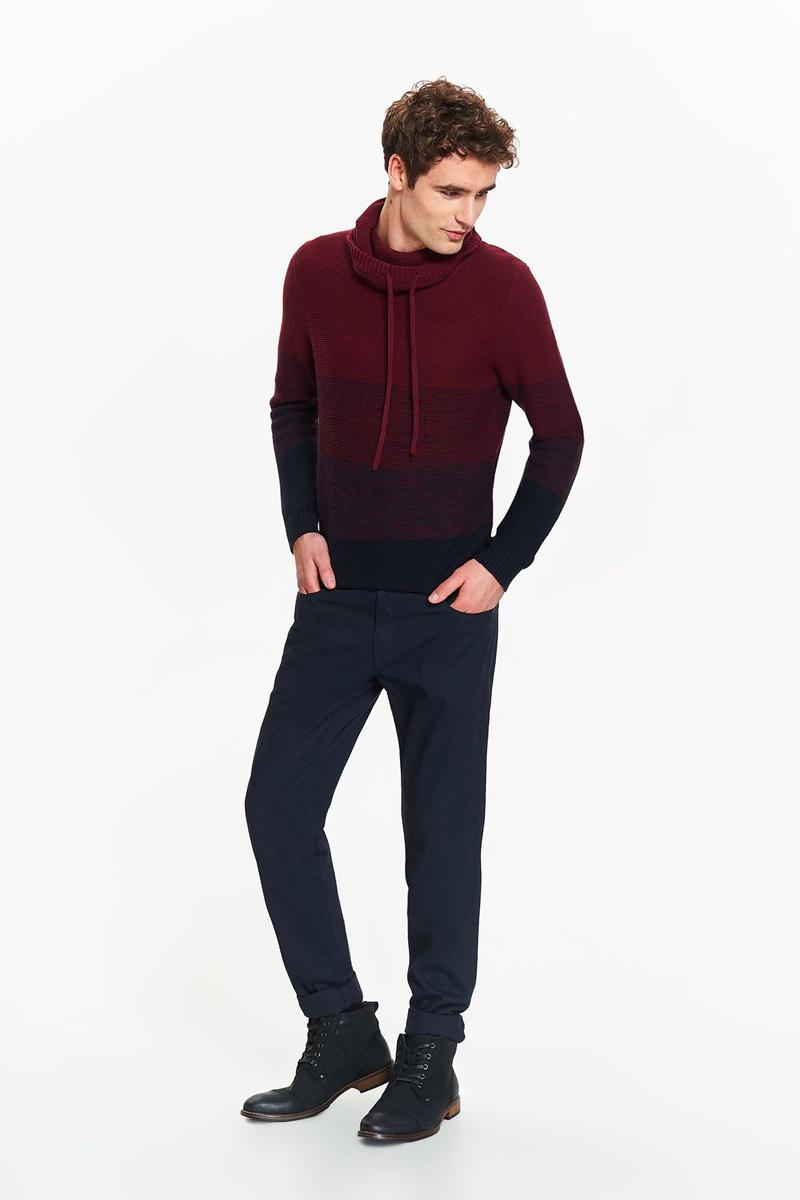 Брюки мужские Top Secret, цвет: темно-синий. SSP2678GR. Размер 34 (50)SSP2678GRКлассические брюки Top Secret высочайшего качества выполнены из плотного хлопка. Модель с деликатным рисунком, станет отличным дополнением к вашему современному образу. Изделие застегивается на пуговицу в поясе и ширинку-молнию, также имеются шлевки для ремня. Спереди брюки оформлены двумя втачными карманами, а сзади - двумя прорезными карманами. Брюки заужены к низу. Прекрасно сочетаются как с футболками, так и в более формальном стиле с элегантной рубашкой.