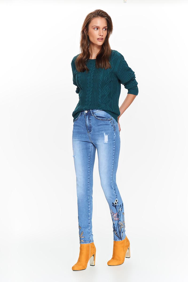 Джинсы женские Top Secret, цвет: темно-синий. SSP2688GR. Размер 34 (42)SSP2688GRСтильные и всегда актуальные джинсы Top Secret, облегающего кроя с зауженными штанинами. Модель классического голубого цвета, с легкими потертостями и эффектом порванности на штанинах. Особой оригинальности данной модели придает красивая аппликация в нижней части штанин. Отличный вариант, который придаст изюминку повседневному образу.