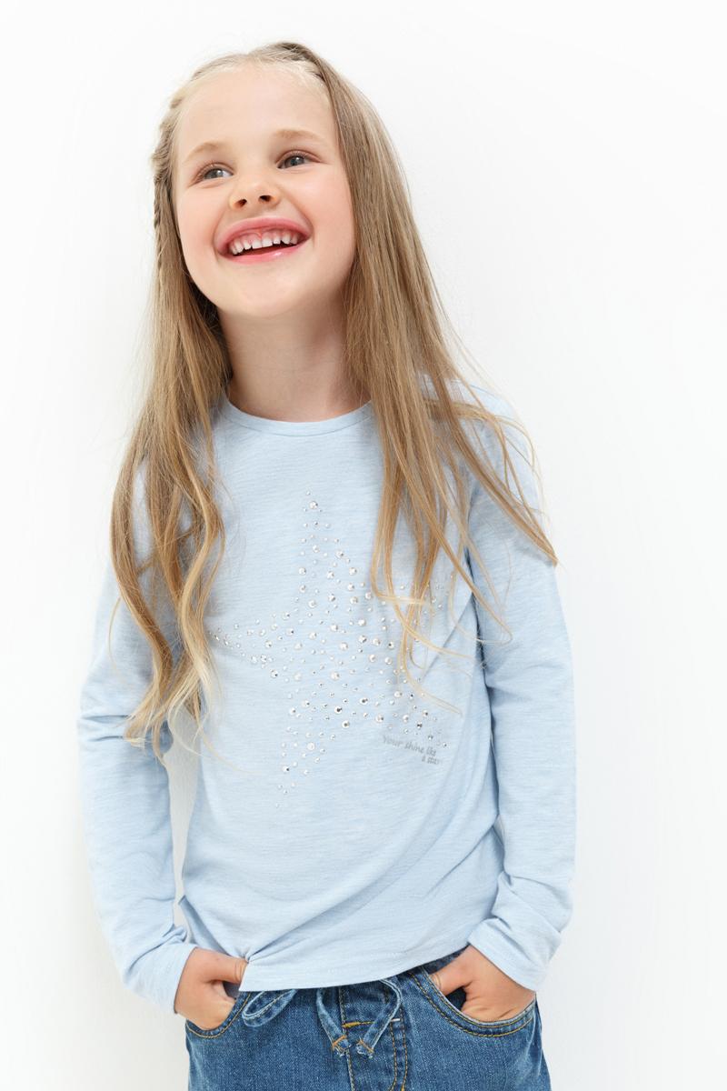 Джемпер для девочки Acoola Avene, цвет: голубой. 20220100137_400. Размер 10420220100137_400Джемпер для девочки Acoola идеально подойдет вашей маленькой моднице. Изготовленный из высококачественных материалов, он необычайно мягкий и приятный на ощупь, не сковывает движения, обеспечивая наибольший комфорт. Модель с длинными рукавами и круглым вырезом горловины оформлена спереди аппликацией из стразов.