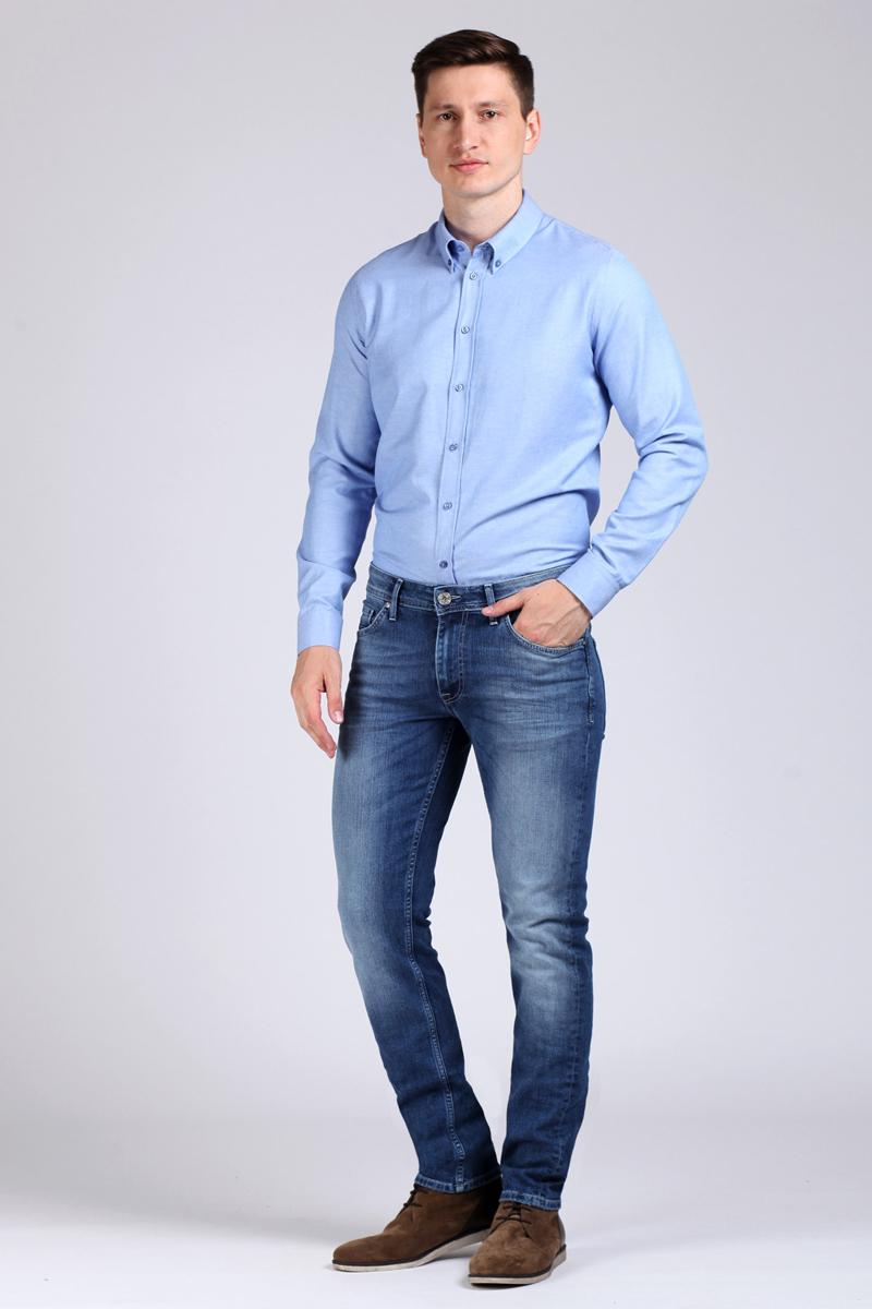 Джинсы мужские Tom Farr, цвет: синий. TM2127.35703-1-coll. Размер 30-34 (48-34)TM2127.35703-1-collМужские джинсы от Tom Farr выполнены из эластичного хлопкового денима. Модель прямого кроя в поясе застегивается на пуговицу и имеет ширинку на молнии, имеются шлевки для ремня. Джинсы имеют классический пятикарманный крой.