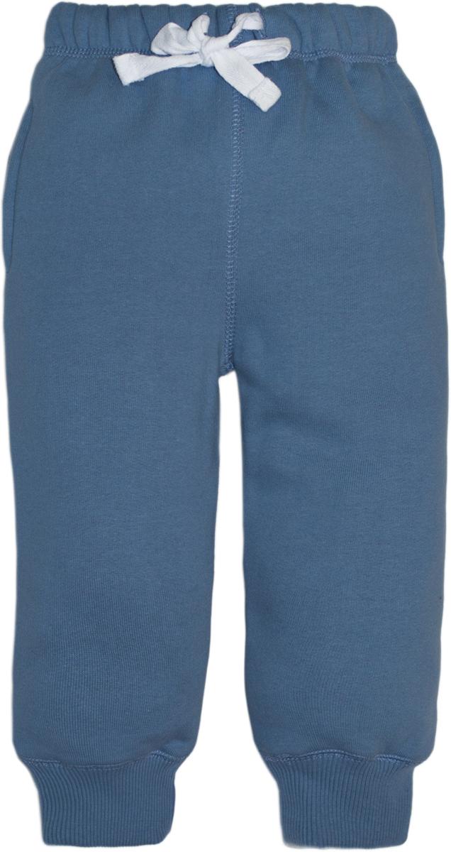 Брюки спортивные для мальчика Lets Go, цвет: синий. 10149. Размер 7410149Спортивные брюки для мальчика Lets Go выполнены из высококачественного материала. Пояс и низ брючин выполнены из трикотажной резинки. Спереди модель дополнена двумя карманами.