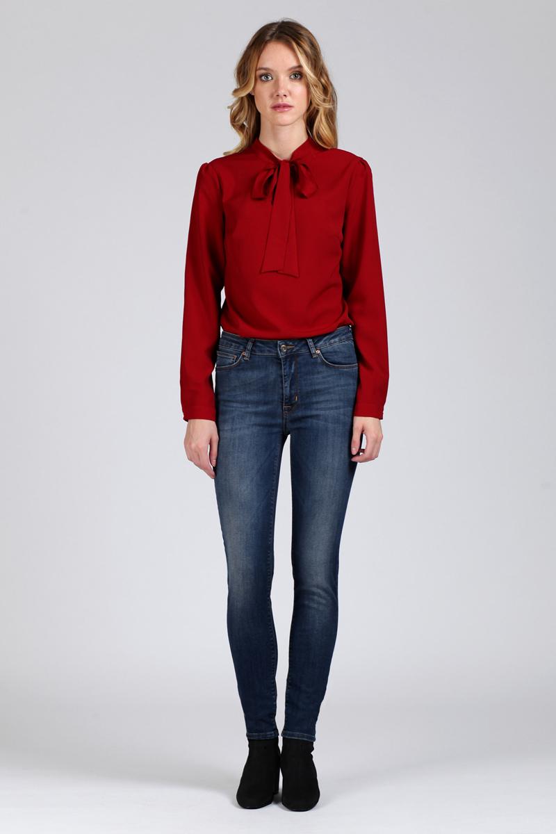 Джинсы женские Tom Farr, цвет: голубой. TW2700.34702-2-coll. Размер 27-32 (44-32)TW2700.34702-2-collЖенские джинсы от Tom Farr выполнены из эластичного хлопкового денима. Модель облегающего кроя с завышенной талией в поясе застегивается на пуговицу и имеет ширинку на молнии, имеются шлевки для ремня. Джинсы имеют классический пятикарманный крой.