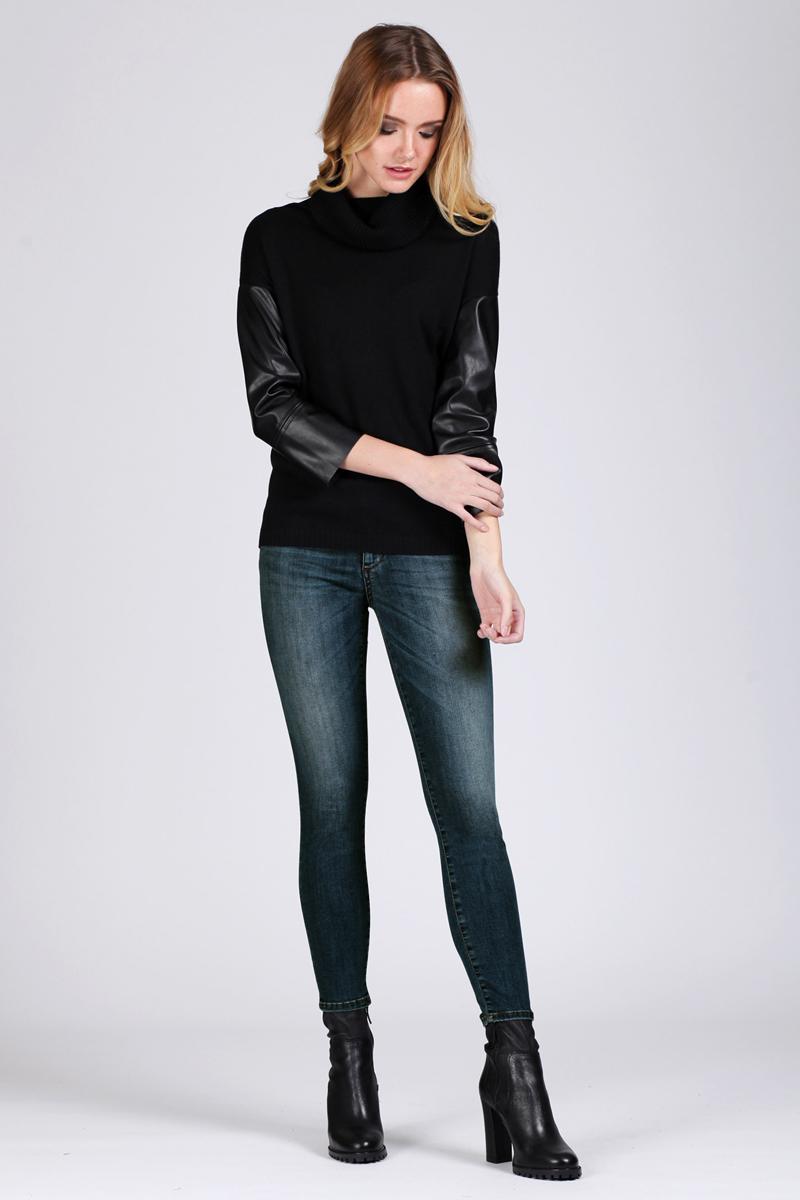 Джинсы женские Tom Farr, цвет: синий. TW2709.35702-2-coll. Размер 26-32 (42-32)TW2709.35702-2-collЖенские джинсы от Tom Farr с эффектом Push-Up выполнены из эластичного хлопкового денима. Модель облегающего кроя в поясе застегивается на пуговицу и имеет ширинку на молнии, имеются шлевки для ремня. Джинсы имеют классический пятикарманный крой.