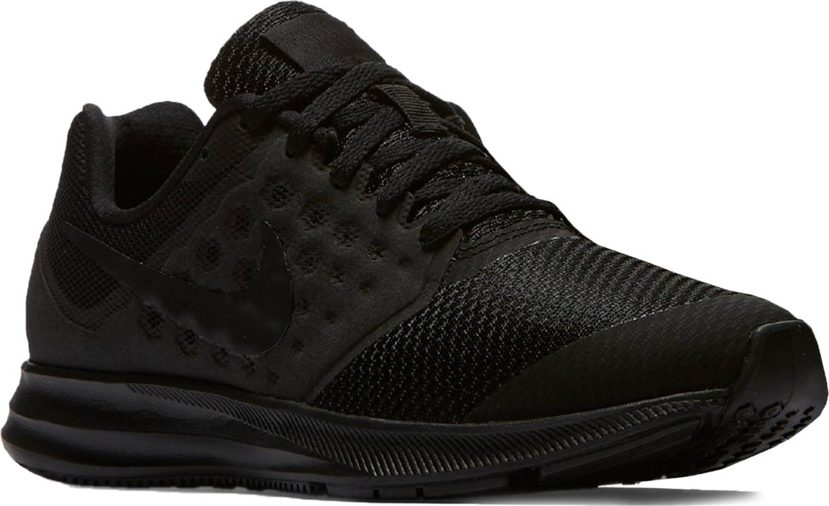 Кроссовки для мальчика Nike Downshifter 7 (GS), цвет: черный. 869969-004. Размер 7 (39)869969-004Минималистичные беговые кроссовки для мальчиков Nike Downshifter 7 (GS) с верхом из тонкой сетки дополнены укрепленными бесшовными накладками. Анатомическая подошва из пеноматериала обеспечивает невесомую амортизацию, а эластичные желобки позволяют стопе двигаться естественно. Верх из сетки для максимальной воздухопроницаемости. Подошва из материала Phylon обеспечивает легкость и амортизацию. Подметка с эластичными желобками для естественности движений. Бесшовные накладки обеспечивают прочность и поддержку.