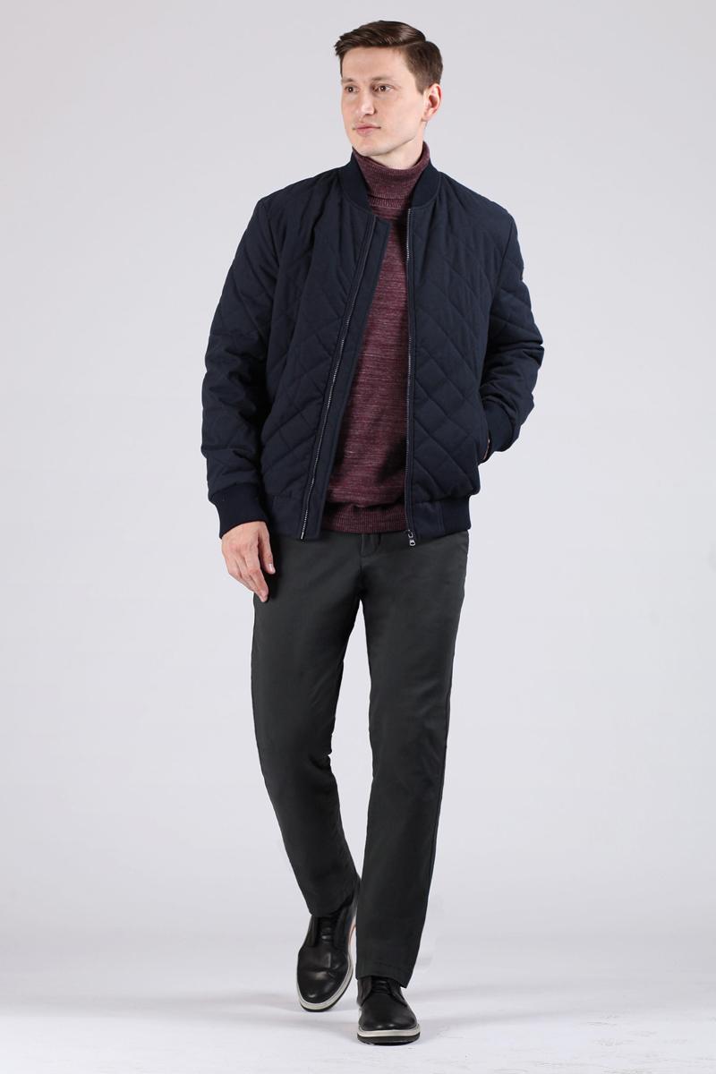 Куртка мужская Tom Farr, цвет: темно-синий. T4FM3207.67809-1. Размер XXL (54)T4FM3207.67809-1Стеганая мужская куртка от Tom Farr выполнена из высококачественного материала. Модель с длинными рукавами и невысоким трикотажным воротником-стойкой застегивается на молнию. По бокам куртка дополнена втачными карманами на молниях.