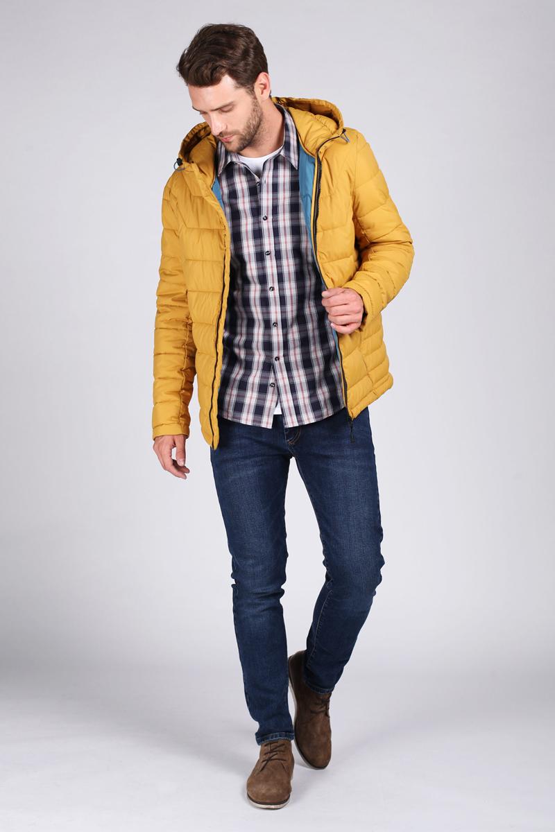 Куртка мужская Tom Farr, цвет: горчичный. T4FM3301.43809-1. Размер XXL (54)T4FM3301.43809-1Утепленная мужская куртка от Tom Farr выполнена из непромокаемого полиэстера. Модель с длинными рукавами и капюшоном застегивается на молнию. Капюшон не отстегивается. По бокам и на груди куртка дополнена втачными карманами на молниях.