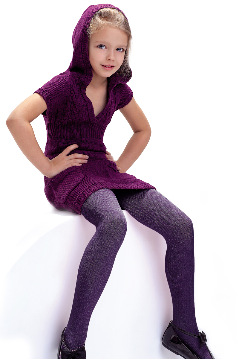 Колготки для девочки Knittex, цвет: фиолетовый. Agatka. Размер 104/110AGATKAКлассические детские колготки Knittex Agatka изготовлены специально для девочек.Плотные колготки с продольным рельефным узором в виде мелкого рубчика имеют широкую резинку и комфортные плоские швы. Теплые и прочные, эти колготки равномерно облегают ножки, не сдавливая и не доставляя дискомфорта. Эластичные швы и мягкая резинка на поясе не позволят колготам сползать и при этом не будут стеснять движений. Входящие в состав ткани полиамид и эластан предотвращают растяжение и деформацию после стирки. Однотонная расцветка позволит сочетать эти колготки с любыми нарядами маленькой модницы.Классические колготки - это идеальное решение на каждый день для прогулки, школы, яслей или садика. Такие колготки станут великолепным дополнением к гардеробу вашей красавицы.