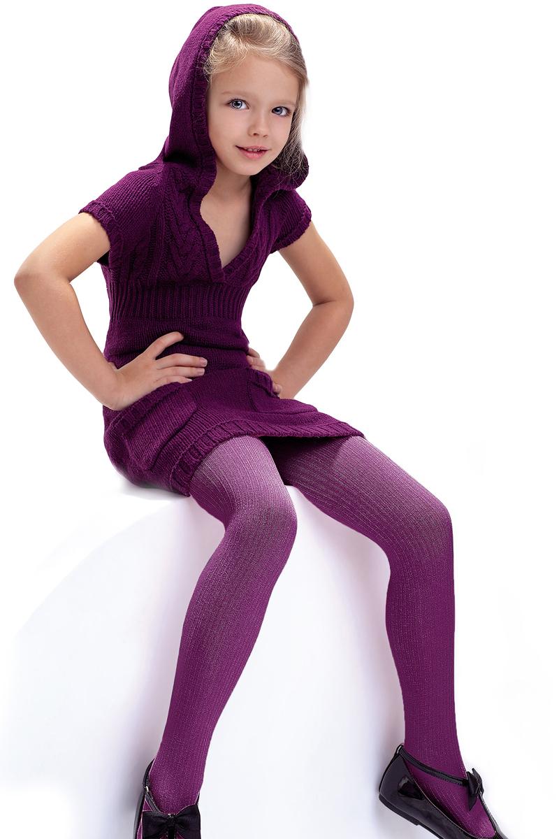 Колготки детские Knittex, цвет: азалия. Agatka. Размер 134/140AGATKAКлассические детские колготки Knittex Agatka изготовлены специально для девочек.Плотные колготки с продольным рельефным узором в виде мелкого рубчика имеют широкую резинку и комфортные плоские швы. Теплые и прочные, эти колготки равномерно облегают ножки, не сдавливая и не доставляя дискомфорта. Эластичные швы и мягкая резинка на поясе не позволят колготам сползать и при этом не будут стеснять движений. Входящие в состав ткани полиамид и эластан предотвращают растяжение и деформацию после стирки. Однотонная расцветка позволит сочетать эти колготки с любыми нарядами маленькой модницы.Классические колготки - это идеальное решение на каждый день для прогулки, школы, яслей или садика. Такие колготки станут великолепным дополнением к гардеробу вашей красавицы.