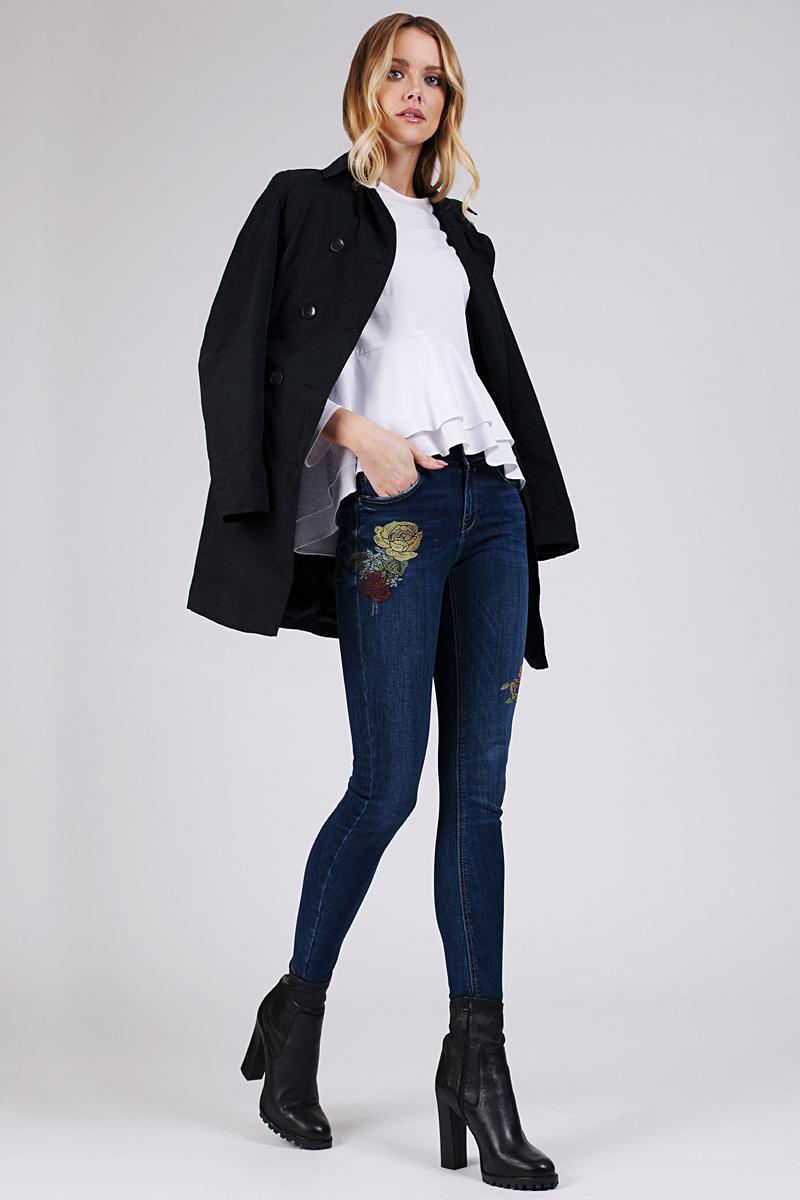 Джинсы женские Tom Farr, цвет: синий. T4FW5612.36807-2-coll. Размер 32-32 (48/50-32)T4FW5612.36807-2-collЖенские джинсы от Tom Farr выполнены из эластичного хлопкового денима. Модель облегающего кроя в поясе застегивается на пуговицу и имеет ширинку на молнии, имеются шлевки для ремня. Джинсы имеют классический пятикарманный крой и декорированы вышивкой.