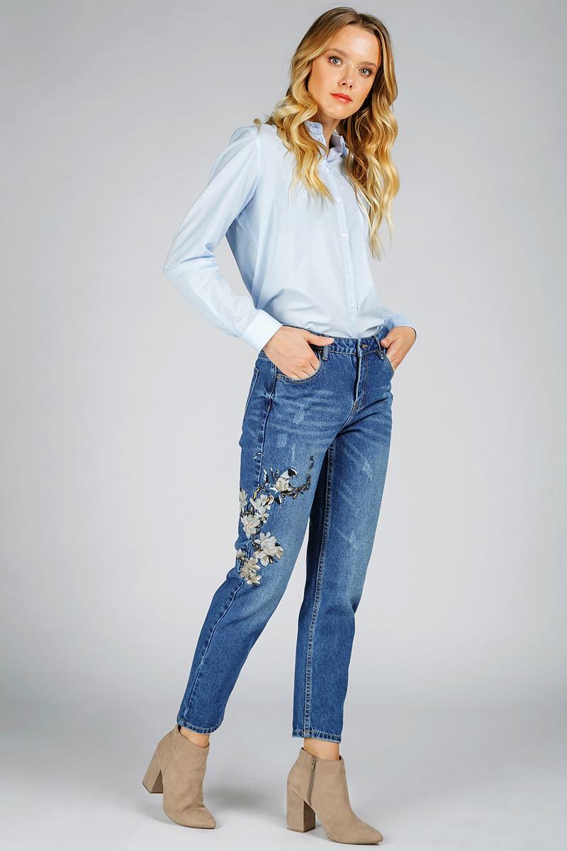 Джинсы женские Tom Farr, цвет: синий. T4FW5769.35808-2-coll. Размер 31-32 (48-32)T4FW5769.35808-2-collЖенские джинсы от Tom Farr выполнены из натурального хлопкового денима. Модель силуэта бойфренд в поясе застегивается на пуговицу и имеет ширинку на молнии, имеются шлевки для ремня. Джинсы имеют классический пятикарманный крой и декорированы вышивкой.
