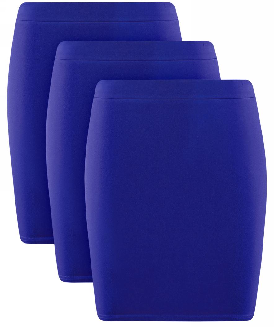 Юбка oodji Ultra, цвет: синий, 3 шт. 14101001T3/46159/7500N. Размер S (44)14101001T3/46159/7500NКомплект от oodji состоит из трех коротких трикотажных юбок со средней посадкой. Широкий пояс на резинке плотно фиксирует юбку на талии. Нижний край прострочен. Хлопковый трикотаж увеличенной плотности приятен для кожи, хорошо поглощает влагу и отлично пропускает воздух, а незначительная доля эластана делает материал более прочным и упругим. Облегающий фасон подчеркивает фигуру и делает силуэт стройным и подтянутым.Облегающая хлопковая мини-юбка составит основу для множества универсальных нарядов в стиле Casual. Сочетание со свободной блузкой и лодочками сделает безупречным деловой образ, который можно дополнить жакетом и формованной сумкой на двух ручках. В повседневной жизни юбку удобно носить с футболками, блузками навыпуск, топами и джемперами. Надеть ли слипоны, сандалии или босоножки на шпильке – зависит от того, какой акцент вы хотите внести в свой образ. Дополнительный штрих добавит куртка-косуха или кардиган.Комплект из трех трикотажных юбок – приятная возможность носить любимую вещь так часто, как хочется, и каждый раз выглядеть по-новому.