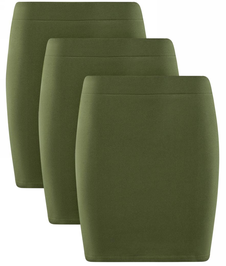 Юбка oodji Ultra, цвет: темно-зеленый, 3 шт. 14101001T3/46159/6900N. Размер M (46)14101001T3/46159/6900NКомплект от oodji состоит из трех коротких трикотажных юбок со средней посадкой. Широкий пояс на резинке плотно фиксирует юбку на талии. Нижний край прострочен. Хлопковый трикотаж увеличенной плотности приятен для кожи, хорошо поглощает влагу и отлично пропускает воздух, а незначительная доля эластана делает материал более прочным и упругим. Облегающий фасон подчеркивает фигуру и делает силуэт стройным и подтянутым.Облегающая хлопковая мини-юбка составит основу для множества универсальных нарядов в стиле Casual. Сочетание со свободной блузкой и лодочками сделает безупречным деловой образ, который можно дополнить жакетом и формованной сумкой на двух ручках. В повседневной жизни юбку удобно носить с футболками, блузками навыпуск, топами и джемперами. Надеть ли слипоны, сандалии или босоножки на шпильке – зависит от того, какой акцент вы хотите внести в свой образ. Дополнительный штрих добавит куртка-косуха или кардиган.Комплект из трех трикотажных юбок – приятная возможность носить любимую вещь так часто, как хочется, и каждый раз выглядеть по-новому.