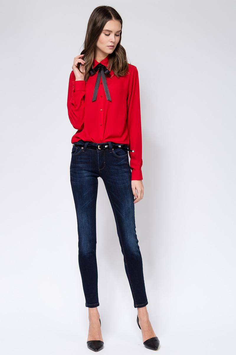 Джинсы женские Tom Farr, цвет: синий. TW5609.36708-2-coll. Размер 30-32 (46/48-32)TW5609.36708-2-collЖенские джинсы от Tom Farr выполнены из эластичного хлопкового денима. Модель облегающего кроя в поясе застегивается на пуговицу и имеет ширинку на молнии, имеются шлевки для ремня. Джинсы имеют классический пятикарманный крой.