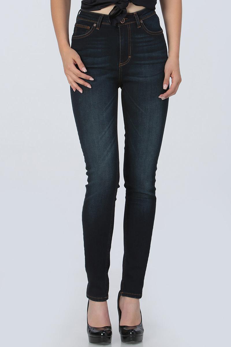 Джинсы женские Tom Farr, цвет: темно-синий. TW5502.38708-2-promo. Размер 25-32 (40-32)TW5502.38708-2-promoЖенские джинсы от Tom Farr выполнены из эластичного хлопкового денима. Модель облегающего кроя с завышенной талией в поясе застегивается на пуговицу и имеет ширинку на молнии, имеются шлевки для ремня. Джинсы имеют классический пятикарманный крой.
