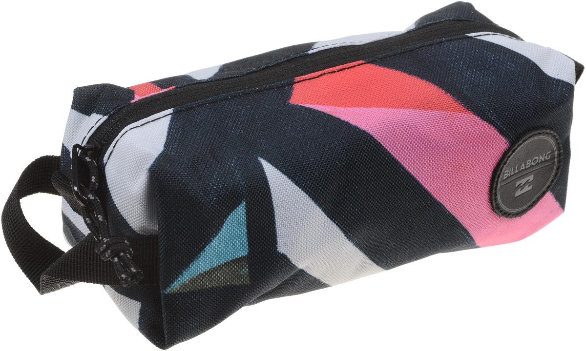 Пенал Billabong Free Mind, цвет: мультиколор. F9PE01F9PE01_мультиколорНебольшая вместительная сумка, готовая стать как пеналом для карандашей, так и функциональной дамской косметичкой.