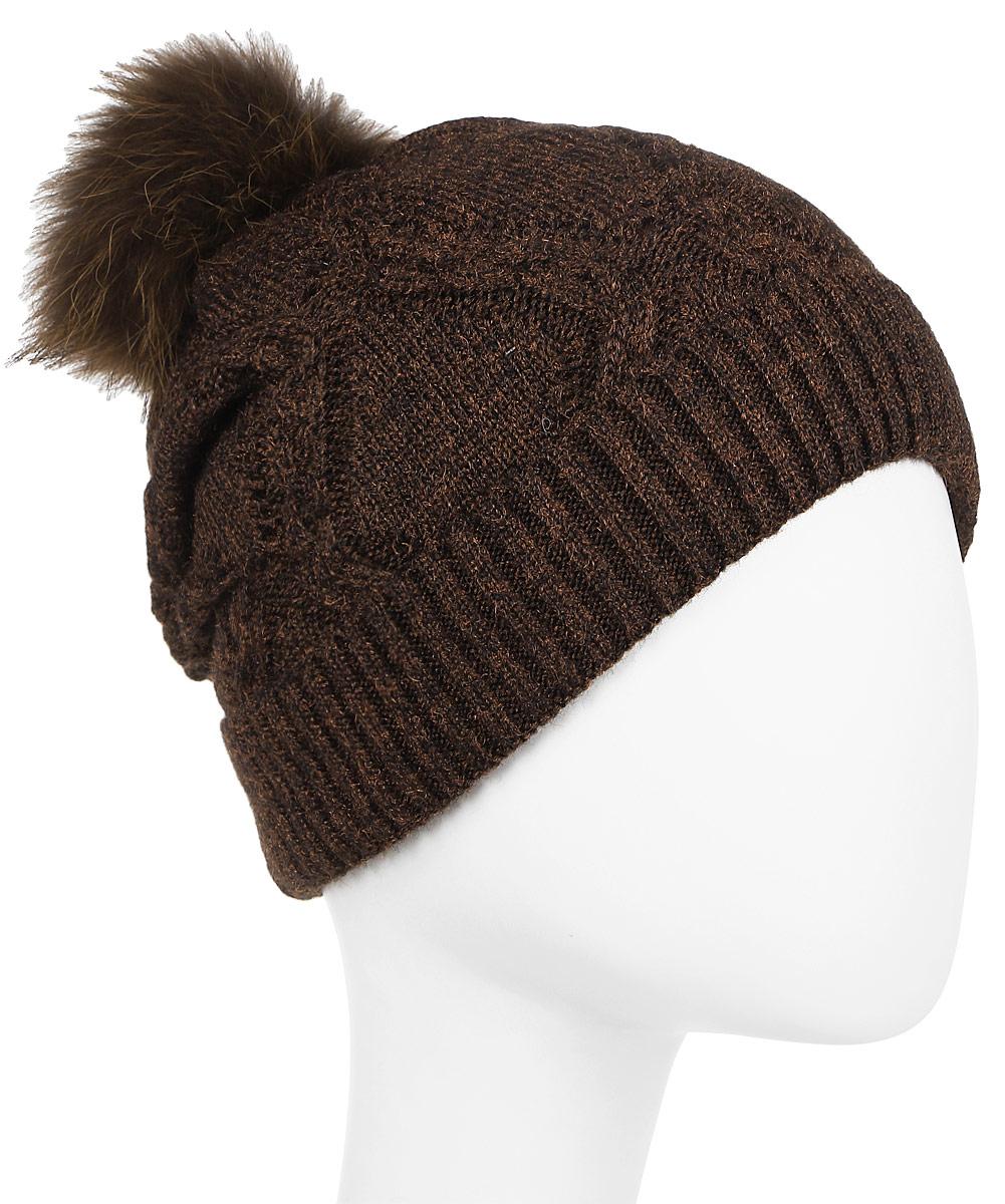 Шапка женская Stilla, цвет: коричневый. SH-1774/02. Размер универсальныйSH-1774/02Элегантная женская шапка. Мелкая плотная вязка. Флисовая подкладка. Декорирована блестящей нитью. Помпон из натурального меха. Универсальный размер 52-56.