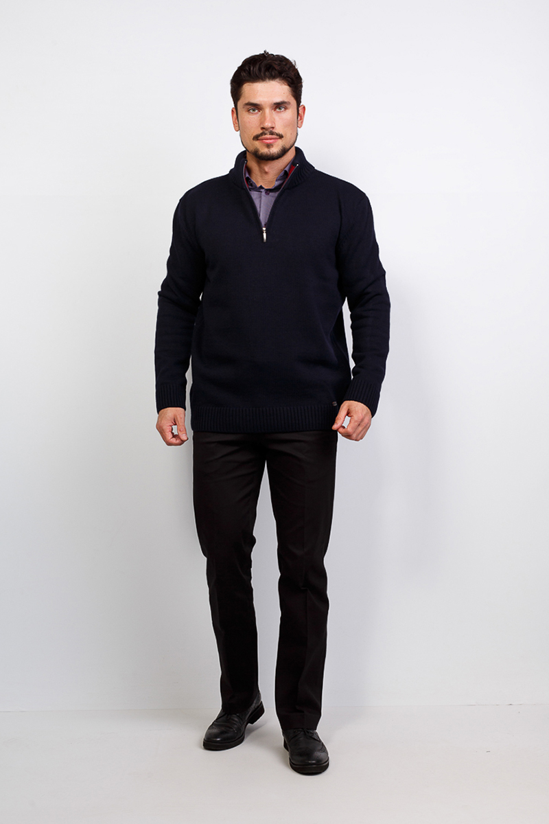 Джемпер мужской Greg, цвет: темно-синий. G134-Z-07. Размер 48-174/184G134-Z-07Мужской джемпер Greg на молнии и дизайном олени отлично смотрится в сочетании с сорочкой или брюками. Воротник стойка не даст замерзнуть в зимний период. В комплектации с джинсами модель может поддерживать направление casual. Трикотаж Greg - практичный выбор мужчин, умело сочетающих классический стиль с последними модными трендами.