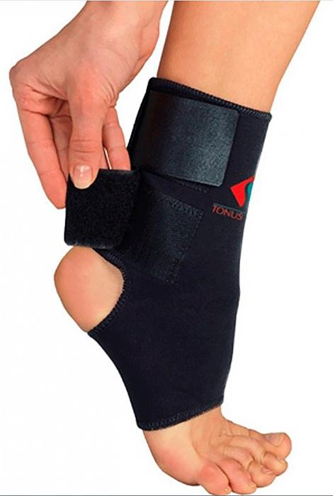 Повязка Tonus Elast для фиксации голеностопного сустава. 0310. Размер 20310/2Повязка из неопрена для фиксации голеностопного сустава, c застёжкой velcro. Предназначена для использования в качестве лечебно-профилактического средства, для фиксации, защиты и поддержания в состоянии покоя связочного (костного) аппарата и мягких тканей сустава. Подходит для фиксации бинтовых повязок.