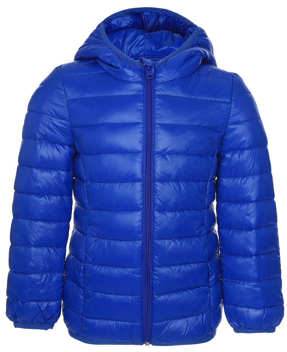 Куртка для девочки United Colors of Benetton, цвет: синий. 2RQ453AO0_36U. Размер 1002RQ453AO0_36UКуртка для девочки United Colors of Benetton выполнена из полиэстера. Модель с капюшоном застегивается на застежку-молнию.
