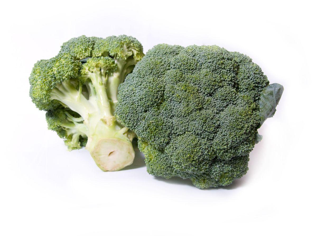 Брокколи, 1 шт83По внешнему виду брокколи напоминает цветную капусту, но листья у нее меньше и красивее - словно гофрированные. Она вкусна и чрезвычайно полезна. Регулярное употребление брокколи помогает легче справиться со стрессами.
