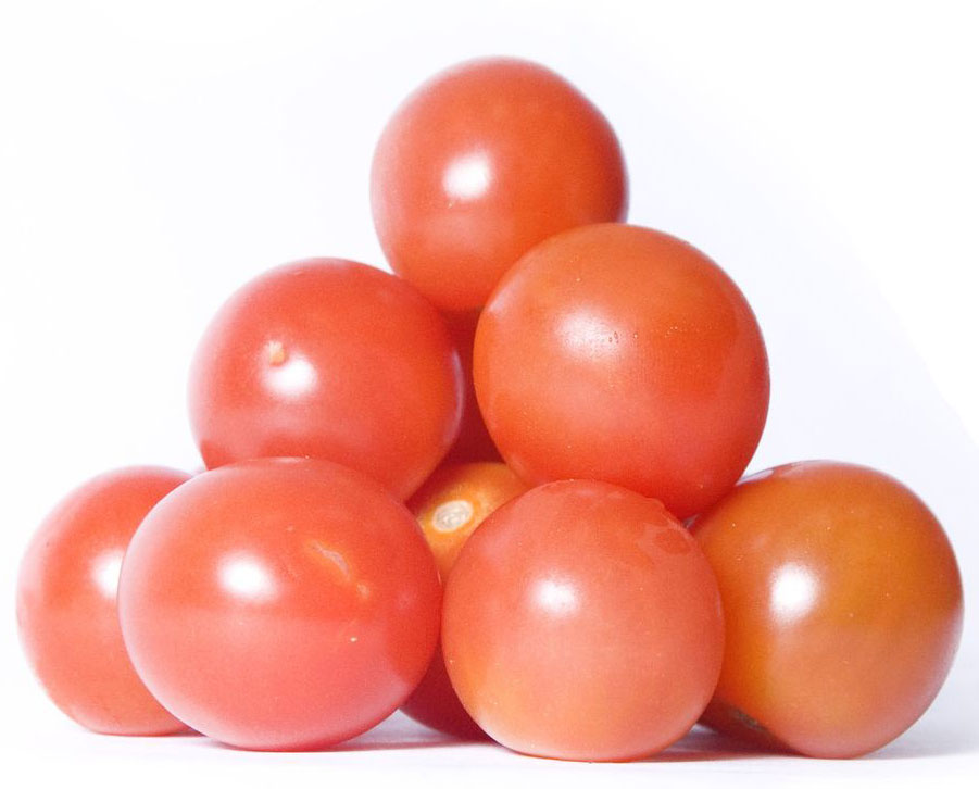 Томаты Черри, красные, 250 г284316Томаты черри используются в качестве закуски, для приготовления различных салатов и для консервирования. Содержат как минимум в полтора раза больше ценных веществ (глюкозы, фруктозы, витаминов, минералов), чем обычные помидоры.