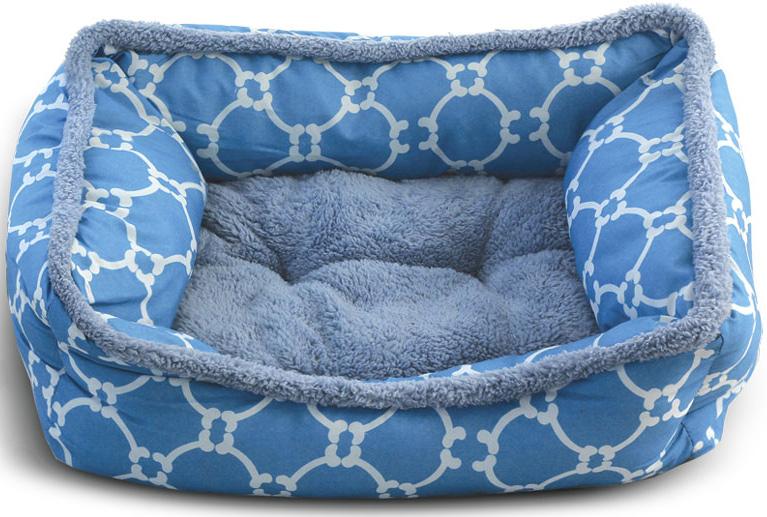 Лежанка для животных Triol Лазурный берег, прямоугольная, цвет: голубой. Размер S, 470 x 370 x 170 мм31931036Прямоугольная лежанка Лазурный берег - уютная, комфортная и мягкая - она станет любимым местом отдыха для вашего питомца. Съемная двусторонняя подушка позволяет выбрать наиболее оптимальный вариант - теплый плюш или прохладный полиэстер. Противоскользящее дно. Легко чистится и подходит для стирки в стиральной машине Цвет: голубой. Размер: 470x370x170мм (S).