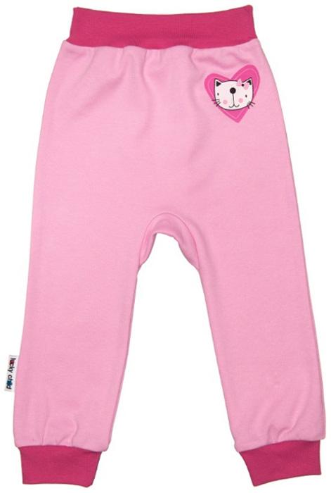 Штанишки для девочки Luky Child, цвет: розовый. А6-111/розовый. Размер 80/86А6-111/розовыйУдобные штанишки Lucky Child на широком поясе послужат идеальным дополнением к гардеробу вашего малыша. Штанишки, изготовленные из натурального хлопка, необычайно мягкие и легкие, не раздражают нежную кожу ребенка и хорошо вентилируются, а эластичные швы приятны телу младенца и не препятствуют его движениям. Благодаря мягкому эластичному поясу изделие не сдавливает животик ребенка и не сползает, обеспечивая ему наибольший комфорт, идеально подходит для ношения с подгузником и без него. Снизу брючины дополнены широкими трикотажными манжетами, не пережимающими ножку. Спереди они оформлены оригинальным принтом. Штанишки очень удобный и практичный вид одежды для малышей, которые уже немного подросли. Отлично сочетаются с футболками, кофточками и боди. В таких штанишках вашему малышу будет уютно и комфортно!