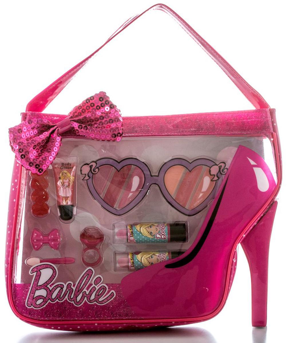 Markwins Игровой набор детской декоративной косметики Barbie в сумочке9600951Косметика на водной основе легко наносится и смывается, она совершеннобезопасна для детской кожи.Детская косметика Markwins создана с соблюдением самых высокихевропейских стандартов безопасности.Продукция не содержит парабенов, метилизотиазолинона, пальмового масла.Предназначена для детей от 7 лет.В комплекте: блеск для губ в тубе, губные помады в футлярах 2 шт, блеск для губ в колечке, палитра блесков для губ из 6 оттенков, заколочки для волос2 шт, аппликатор, сумочка. Несмотря на высокое качество продукции и ее общую гипоаллергенность,производитель рекомендует проверить индивидуальную реакцию на косметикуперед ее использованием. Просто нанесите на кожу немного косметики иподержите 30-60 минут. Если на коже появится покраснение, следуетпрекратить использование продукции. Эта аллергическая реакция проявляетсяочень редко и зависит от индивидуальных особенностей организма.