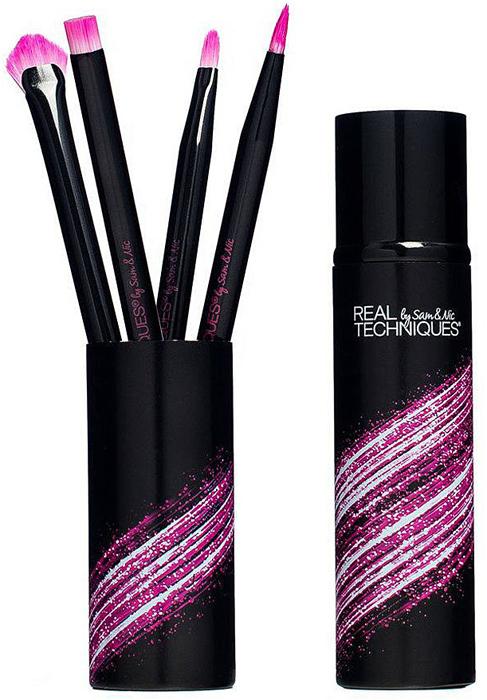 Real Techniques Набор для макияжа губ Prep + Color Lip Set1571Кисти № 1 в Великобритании. Лимитированный набор Prep + Color Lip Set содержит все необходимое для создания идеального макияжа губ. В составе набора:Отшелушивающая кисть lip smoothing brush. Используйте кисть с вашим любимым скрабом или бальзамом для губ до нанесения продукта для макияжа.Кисть для проработки линий lip lining brush. Кисть с тонким кончиком помогает точно наносить помаду или лайнер на внешние края губ.Плоская, закругленная кисть lip brush плавно смешивает цвет на ваших губах для идеального результата.Кисть lip fan brush. Многофункциональная широкая форма кисти помогает растушевать продукт от центра, закрепить цвет или нанести пудру на внешние края губ для фиксации продукта на губах.Футляр для хранения кистей.