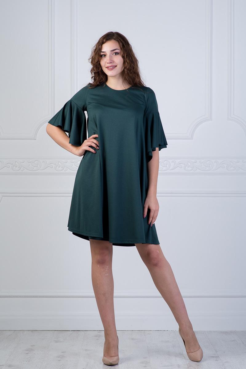 Платье Lautus, цвет: зеленый. 901. Размер 44901Женственное платье от Lautus свободного кроя выполнено из однотонного трикотажа. Модель с круглым вырезом горловины и рукавами с воланами длиной до локтя.