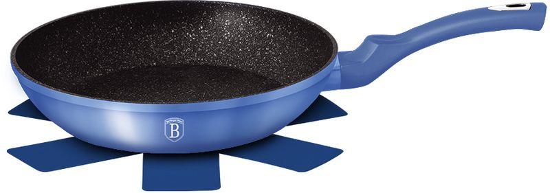 Сковорода Berlinger Haus Metallic Line, с антипригарным покрытием, цвет: голубой. Диаметр 24 см1647N-ВНГлубокая сковорода Berlinger Haus Metallic Line изготовлена из кованного алюминия. Толщина стенок- 0,5 см, 3 слоя мраморного покрытия. Сковорода Berlinger Haus Metallic Line оснащена эргономичной ручкой soft touch. Индукционное дно обеспечивает равномерный нагрев, препятствует пригоранию пищи и позволяет готовить с меньшим количеством масла.Подходит для всех видов плит: газовых, электрических, стеклокерамических, галогенных, индукционных. Диаметр: 24 см.