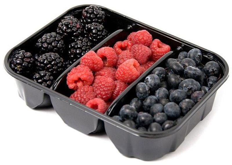 Ягодный микс: Голубика, Малина, Ежевика, 300 г5418В наборе три вида свежих вкусных ягод. Благодаря своему аромату и вкусу эти ягоды хороши как в свежем, так и в переработанном виде. Ягоды прекрасно подойдут в качестве ингредиента для приготовления фруктовых напитков, десертов, вареников, пирогов и других сладких блюд.