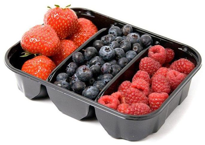 Ягодный микс: Голубика, Малина, Клубника, 300 г5419В наборе три вида свежих вкусных ягод. Благодаря своему аромату и вкусу эти ягоды хороши как в свежем, так и в переработанном виде. Ягоды прекрасно подойдут в качестве ингредиента для приготовления фруктовых напитков, десертов, вареников, пирогов и других сладких блюд.