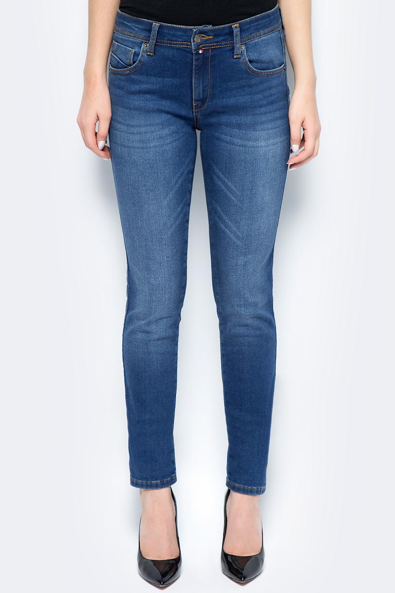 Джинсы женские F5, цвет: синий. 275037_w.medium. Размер 28-32 (44-32)275037_w.mediumСтильные женские джинсы F5 выполнены из высококачественных материалов. Джинсы застегиваются на металлическую пуговицу в поясе и ширинку на застежке-молнии, имеются шлевки для ремня. Изделие дополнено спереди двумя втачными карманами и одним маленьким накладным кармашком, а сзади - двумя накладными карманами. Оформлена модель контрастной прострочкой и сзади на поясе фирменной нашивкой.