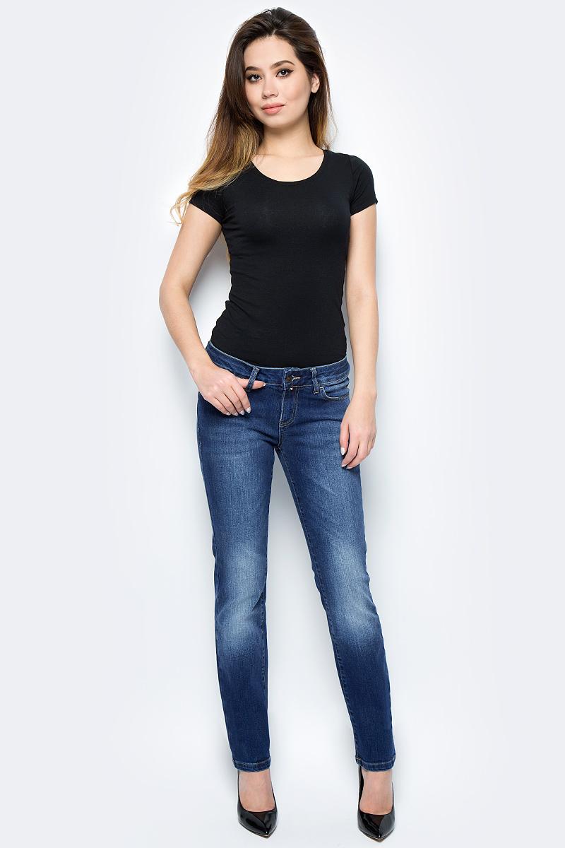 Джинсы женские F5, цвет: синий. 275028_w.medium. Размер 29-32 (44/46-32)275028_w.mediumСтильные женские джинсы F5 выполнены из хлопка с добавлением эластана. Джинсы застегиваются на металлическую пуговицу в поясе и ширинку на застежке-молнии, имеются шлевки для ремня. Изделие дополнено спереди двумя втачными карманами и одним маленьким накладным кармашком, а сзади - двумя накладными карманами. Оформлена модель контрастной прострочкой и сзади на поясе фирменной нашивкой.