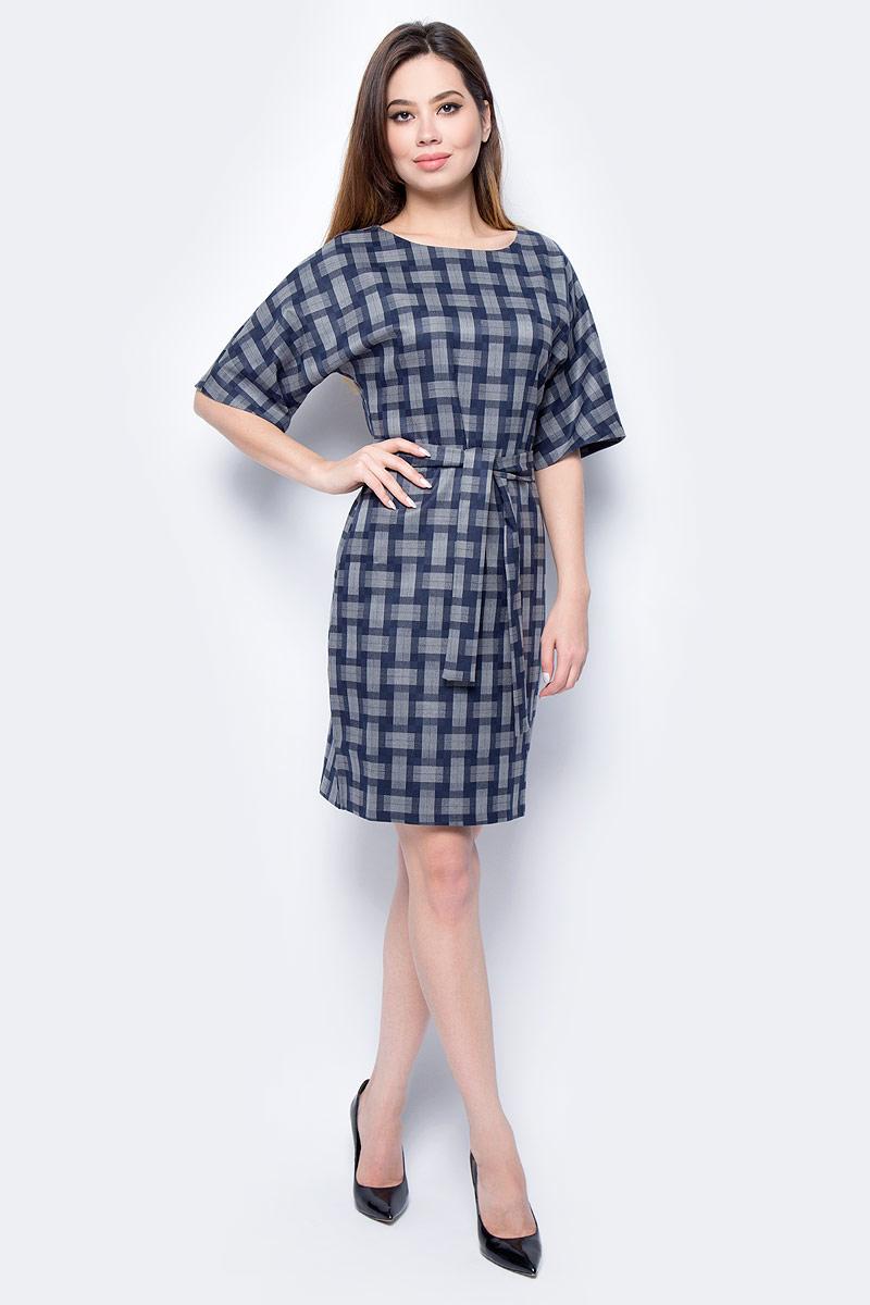 Платье женское F5, цвет: серый, синий. 271007_grey check. Размер S (44)271007_grey checkСтильное платье F5, выполненное из вискозы с добавлением полиэстера и лайкры, отлично дополнит ваш гардероб. Модель с круглым вырезом горловины и короткими рукавами застегивается сзади по спинке на застежку-молнию. Платье оформлено принтом в клетку.
