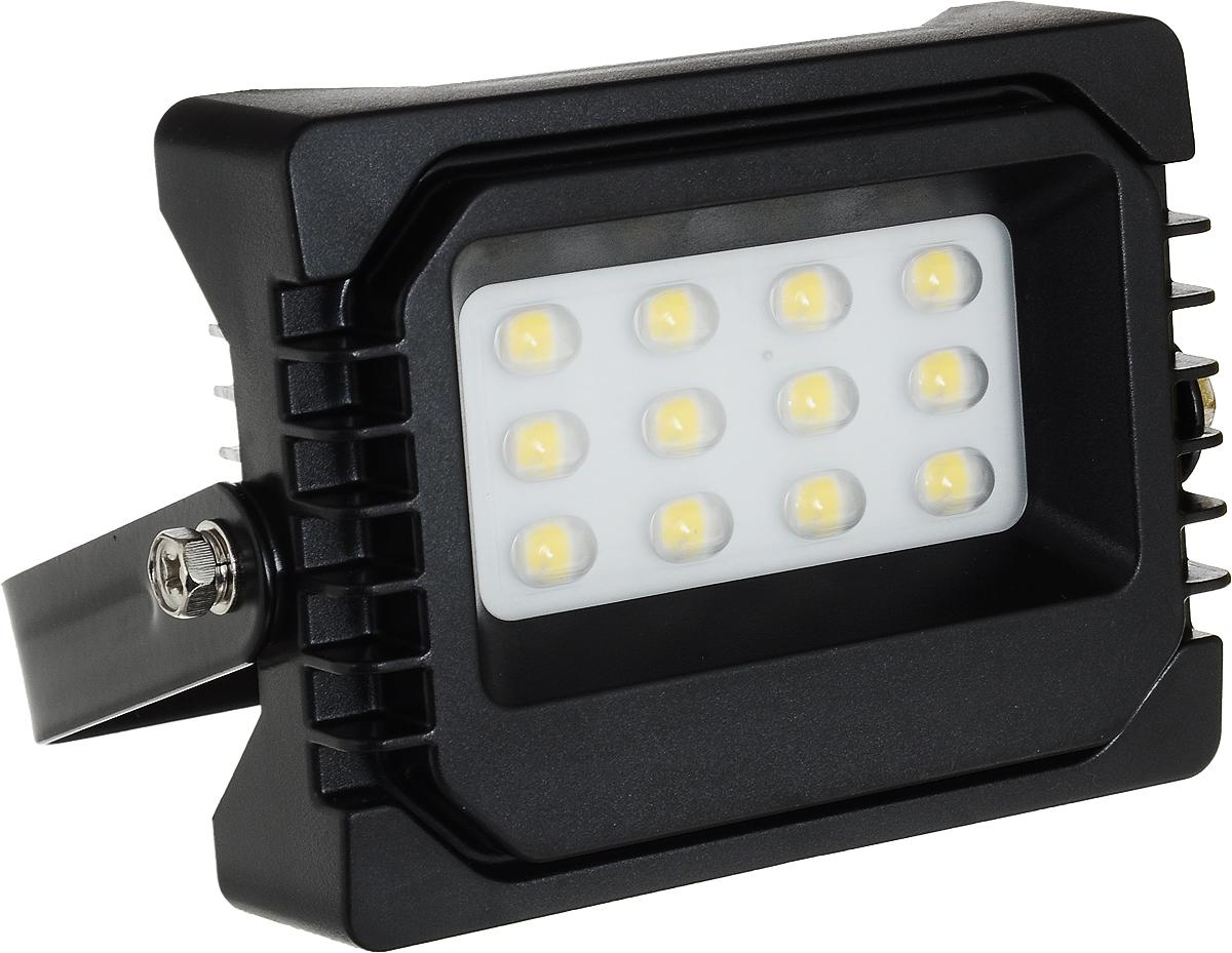 Прожектор Navigator NFL-P-10-4K-IP65-LED, светодиодный4670004719800Прожектор Navigator NFL-P-10-4K-IP65-LED используется для освещения предметов и объектов, удаленных на расстояния, многократно превышающие размер самого прибора. Прожекторы общего назначения применяются при освещении рабочих периметров, открытых территорий, зданий и памятников.Мощность: 10 Вт.Световой поток: 720 лм.Цветовая температура: 4000 К.Индекс цветопередачи: >75.Степень защиты: IP65.Напряжение: 220-240 В.Частота: 50/60 Гц.Сила тока: 0,04 А.Коэффициент мощности: >0,9.Температура эксплуатации: от -40 до +40°C.Срок службы: 40 000 ч.